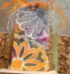 Bouquet with dots by Claire: pan pastel, stencil and doodles.