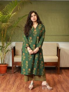 Stylish Tops For Women, Pakistani Dresses Casual, Indian Suits, Dress Designs, Indian Ethnic, Handmade Clothes, Stylish Dresses, Fashion Wear, Western Wear