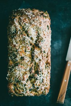 Kale and Feta Bread- made it. I swapped spinach for kale and used fat free yogurt and fat free feta. Really moist and yummy- great savory breakfast on the go. Dough is very dry once mixed, so don't worry. Baking Tins, Bread Baking, Bread Food, Quick Bread, How To Make Bread, Vegetarian Cheese, Vegetarian Recipes, Ma Baker, Bread Recipes
