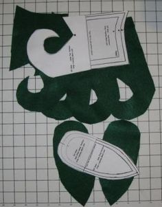 This free pattern for elf costume shoe pattern creates fun footwear for theater, costumes or just dress up fun. Step by step instructions from simple materials!: Cutting and Marking Instructions Christmas Sewing, Felt Christmas, Christmas Projects, Grinch Christmas, Christmas Scenes, Elf The Musical, Christmas Elf Costume, Halloween, Elf Clothes
