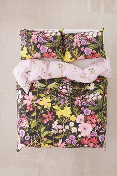 Shop Laurel Floral Duvet Cover at Urban Outfitters today. Bed Sheets Online, Cheap Bed Sheets, Bedding Sets Online, Urban Outfitters Room, Duvet Covers Urban Outfitters, Best Bedding Sets, King Bedding Sets, King Comforter, Comforter Sets