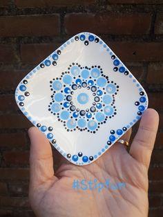 #Stipfun #Stippen Simple Acrylic Paintings, Dot Art Painting, Pottery Painting, Ceramic Painting, Stone Painting, Mandala Canvas, Mandala Dots, Mandala Pattern, Mandala Design