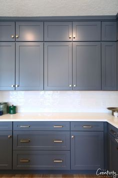 Tips for Using Dark Moody Paint Colors Navy Kitchen Cabinets, Kitchen Cabinet Colors, Built In Cabinets, Painting Kitchen Cabinets, Kitchen Paint, New Kitchen, Stylish Kitchen, Oak Cabinets, Salt Lake City