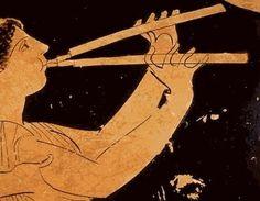 """Aulos: conocido como la """"flauta griega"""". Era un instrumento de músicos profesionales. Se utilizaba en los banquetes, en los funerales, en los sacrificios religiosos y para marcar el ritmo y la cadencia a los soldados."""