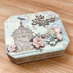 Wood Crafts, Fun Crafts, Diy And Crafts, Arts And Crafts, Decoupage Box, Decoupage Vintage, Cigar Box Crafts, Floral Letters, Tea Box