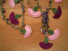Crochet carnation necklace made with burgundy, pink and green thread and amethyst chip beads. Length: about 70 cm / 27½ inch Our other necklaces are here: http://www.etsy.com/shop/PashaBodrum