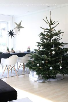 """WEIHNACHTEN (Wohnlust) FROHE WEIHNACHTENFrohes Fest (song) """"Frohes Fest"""" [Merry Christmas] is a subscripted song by the German hip hop band, Die Fantastischen Vier. Minimalist Christmas Tree, Christmas Mood, Noel Christmas, Scandinavian Christmas, Simple Christmas, All Things Christmas, Party Fiesta, Christmas Interiors, Christmas Decorations"""