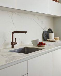 68 super ideas for kitchen marble top faucets Kitchen Living, New Kitchen, Kitchen Decor, Kitchen Grey, Kitchen Wood, Kitchen Sinks, Kitchen Ideas, Marble Interior, Interior Design Kitchen