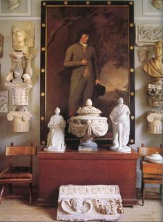 London home of Peter Hone, AD Italia, January Photo - Ken Hayden Country Interior, Classic Interior, English Interior, Wooden Columns, Neoclassical Design, Old World Style, Sculpture, Grand Tour, Interior Exterior