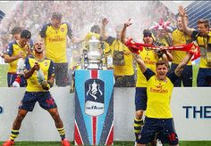 Arsenal celebrate there win 2015 Arsenal Fc, Fa Cup 2015, Soccer News, North London, Captain America, Champion, Nostalgia, Football, Bavaria