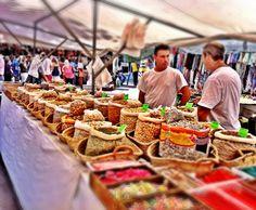 Inca, Mallorca  Jeden Donnerstagmorgen versammeln sich die Händler der Balearen in Inca und eröffnen den größten Markt Mallorcas.