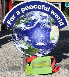 For a peaceful world. Diesen Satz könnte auch der Wellness-Bummler gesagt haben, denn Wohlbefinden ohne Frieden wird es nie geben