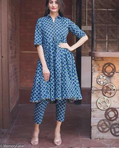 Short shirt & pencil pants Pakistani Dresses Casual, Pakistani Dress Design, Indian Dresses, Indian Outfits, Salwar Designs, Blouse Designs, Dress Designs, Indian Attire, Indian Wear