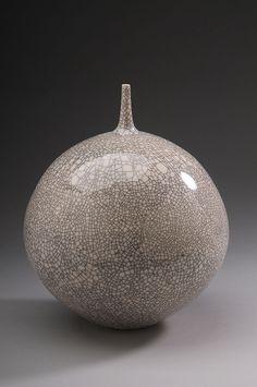 (USA) Porcelain Vase with graze by Hideaki Miyamura ). Japanese Ceramics, Japanese Pottery, Modern Ceramics, Contemporary Ceramics, White Ceramics, Glass Ceramic, Ceramic Clay, Porcelain Ceramics, Raku Pottery