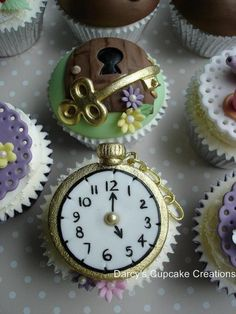 Is that you Alice? Alice in Wonderland. Alice In Wonderland Cupcakes, Alice In Wonderland Tea Party, Alice Tea Party, Pretty Cupcakes, Mad Hatter Tea, Mad Hatters, Disney Cakes, Cupcake Cookies, Fondant Cupcakes