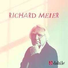 Richard Meier es mundialmente conocido por el uso del color blanco en sus obras. Para él, la luz y la geometría son elementos claves. Su estilo se ha mantenido fiel e inconfundible por años, presente en museos, casas y más.