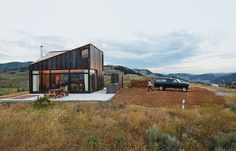 Modern prefab vacation home in Washington facade with steel. Architect Jesse Garlick's rural Washington vacation home references its rugged surroundings. Prefab Cabins, Prefab Homes, Cabana, Bungalow, Steel Cladding, Modern House Design, Modern Architecture, Art Nouveau, Beautiful Homes