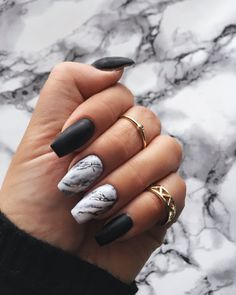 The advantage of the gel is that it allows you to enjoy your French manicure for a long time. There are four different ways to make a French manicure on gel nails. The choice depends on the experience of the nail stylist… Continue Reading → Black Marble Nails, Marble Acrylic Nails, Best Acrylic Nails, Black Nails, How To Marble Nails, Marbled Nails, Nail Marbling, Black And White Nail Art, Black Manicure