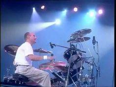 Phil Collins - Hand In Hand (Live & Loose In Paris 1997)  Zo kun je het schooljaar beginnen..hand in hand..