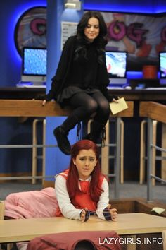 Doesn't it look like Liz (Jade) is about to pounce on Ariana (Cat?)