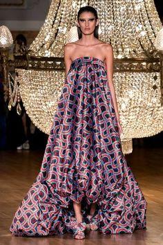 Halpern Spring 2020 Ready-to-Wear Fashion Show Collection: See the complete Halpern Spring 2020 Ready-to-Wear collection. Look 29 2020 Fashion Trends, Fashion 2020, Runway Fashion, Fashion Spring, Vogue Paris, Belle Silhouette, Dress Outfits, Fashion Outfits, Fashion Weeks