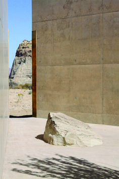A serene corner at Amangiri Resort, Utah. Minimalist Architecture, Landscape Architecture, Interior Architecture, Interior And Exterior, Landscape Design, Amangiri Resort Utah, Design Despace, Desert Homes, Inside Outside
