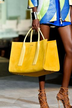 Biggest Bag Trends For Spring 2015 -- Return of the Tote ---- Spring 2015 Modelos Fashion, Spring Bags, 2015 Trends, Big Bags, Beautiful Bags, Fashion Bags, Women's Fashion, Color Fashion, Milan Fashion