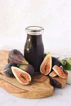 Homemade Fig Simple Syrup - Great in cocktails, homeade soda, over ice cream or yogurt, etc - @tastyyummies www.tasty-yummies.com