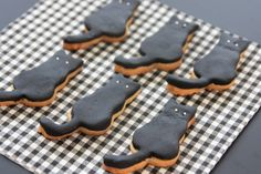 black cat cookies for Halloween :)