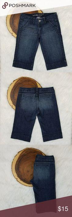 Jr's. Refuge Blue Jean Capris Dark Wash Dark wash Size 9 juniors. Previously loved! Mint condition. refuge Jeans