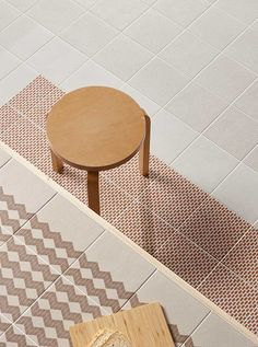 Mutina derives from the natural need to urge top designers to bring their ideas, for the first time, to the world of ceramic covering materials. Floor Patterns, Tile Patterns, Nathalie Du Pasquier, Black Interior Doors, Style Tile, Edge Design, Tiles, Flooring, Interior Design