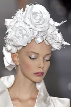 See more about flower hats, chanel couture and white flowers. veil - I Love Chanel Mode Bizarre, Beauty And Fashion, Flower Hats, Flower Bouquets, Bridal Bouquets, Love Hat, Derby Hats, Mode Style, Headgear
