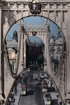 Elizabeth bridge, Budapest, Hungary Before the Vintage Architecture, Historical Architecture, Budapest Travel Guide, Hungary Travel, Heart Of Europe, Interesting Buildings, Most Beautiful Cities, Places Around The World, Old Photos