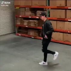 dance videos Song:No Idea by Don Toliver Cool Dance Moves, Lets Dance, Gif Dance, Dance Music Videos, Dance Choreography Videos, Funny Video Memes, Funny Short Videos, Garderobe Design, Wow Video
