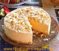 Frozen dulche de leche cheesecake with tropical fruit Frozen Desserts, Fun Desserts, Delicious Desserts, Yummy Food, Best Dessert Recipes, Cheesecake Recipes, Cheesecakes, Best Dishes, Food To Make