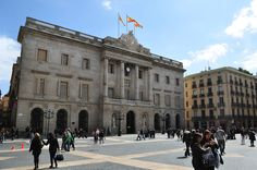 Pay 2 (Wednesday) ride-by on bike tour. Plaza de Sant Jaume