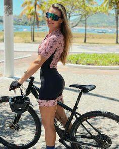 Stunning Women, Amazing Women, Female Cyclist, Cycling Girls, Female Gymnast, Bicycle Girl, Biker Girl, Cycling Outfit, Athletic Women