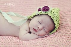 So sweet. Gorgeous vintage hat on newborn baby girl. Lalalü photography | {Miami photographer} #newborns