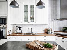 Ugnar i rätt höjd och spis över hörn...   Entrance, Sweden via ... Interior Design Living Room, Living Room Decor, Bedroom Decor, Kitchen Dining, Kitchen Decor, Kitchen Cabinets, Sustainable Design, Malaga, Scandinavian Style