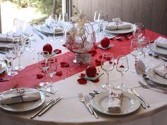 Modèle décoration de table mariage rouge