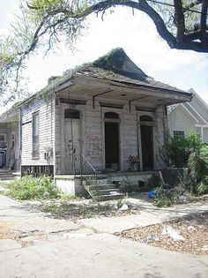 Abandoned Shotgun House in New Orleans Abandoned Property, Old Abandoned Houses, Abandoned Castles, Abandoned Mansions, Abandoned Buildings, Abandoned Places, Old Houses, Tiny Houses, Beautiful Ruins