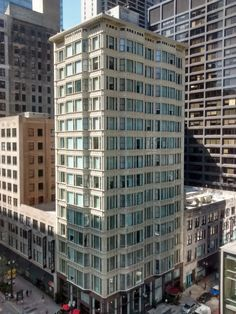 Chicago: Reliance Bldg/Burnham Hotel/The Alise Hotel 1895 was promoted as self-cleaning because of its plate-glass windows and white terra cotta tiles,https://commons.wikimedia.org/wiki/File:Reliance_Building_in_September_2015.jpg