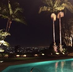 Penthouse rooftop pool and view Night Aesthetic, City Aesthetic, Travel Aesthetic, Hxh Characters, Images Esthétiques, City Vibe, Night Vibes, Dark Paradise, Destination Voyage