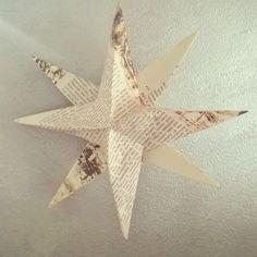 Varsovan kansan nousun museosta muistoksi kerätyt esitteet löysivät uuden tarinan tähtikoristeina. #tähdet #askartelu #crafts #DIY #paperiaskartelu #paperi #papercrafts #paperstar #paperitähti #joulukoriste #joulu #jul #christmasdecor #decor