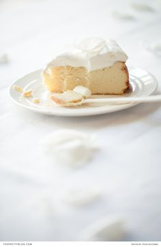 I love a good cheesecake , and I'm always keen to try out new variations. This recipe is great because this cheesecake doesn't have any crust  - which means less effort and a lot less kilojoules - and it is made from ricotta cheese, not cream cheese or cottage cheese.