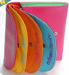 Ma pochette multicolore survitaminée designed by Caroline Lisfranc !