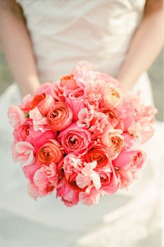 Ava Flora, Bridal bouquet of Coral garden roses, ranunculus and sweet peas #coral #gardenroses #bouquet