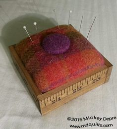 Pin cushion in box made from old wood yardstick Sewing Box, Sewing Notions, Sewing Kits, Fabric Crafts, Sewing Crafts, Sewing Projects, Wool Quilts, Needle Book, Penny Rugs