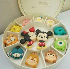 Image de disney, Cookies, and macaroons Disney Desserts, Cute Desserts, Disney Cakes, Disney Food, Disney Recipes, Cute Food, Yummy Food, Kreative Snacks, Tsum Tsum Party