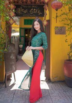 Ao Dai, Asian Woman, Cute Girls, Sari, Costumes, Formal Dresses, People, Vietnamese Traditional Dress, Traditional Dresses